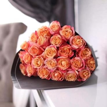 Букет из 25 оранжевых роз Эквадор в крафте