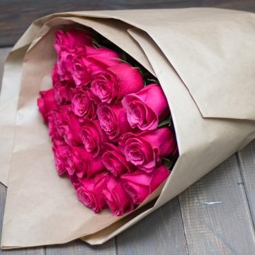 Розы импортные 15 штук в оформлении
