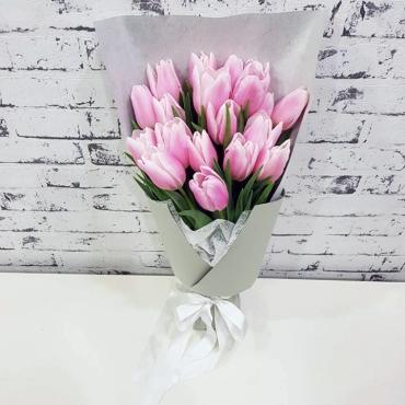 17 тюльпанов в оформлении
