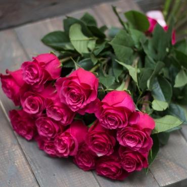 15 розовых импортных роз