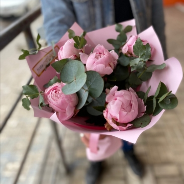 Пионы с эвкалиптом «Розовый жемчуг»