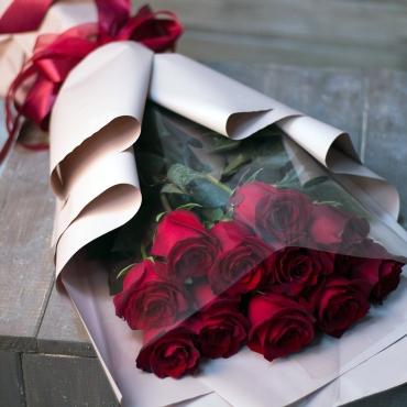 Букет из 11 импортных роз Эквадор в стильной упаковке