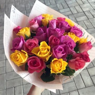 Букет из 25 роз Кения в упаковке