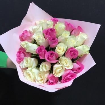 Яркий букетик из 31 розы Кения
