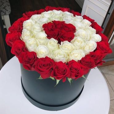 51 роза Эквадор в шляпной коробке №52