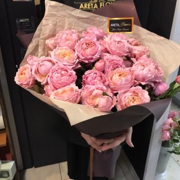 Огромный букет из пионовидных роз «Джульетта»