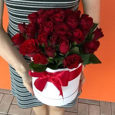 Композиция в шляпной коробке (31 роза)