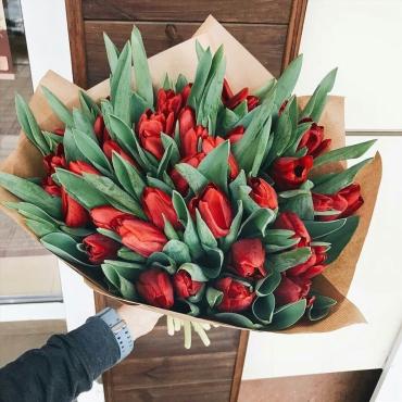 41 тюльпан с оформлением