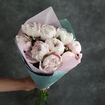 Букет из 9 нежно-розовых пионов