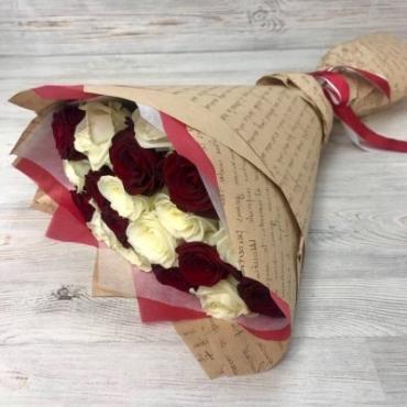 Букет из 19 роз Эквадор в крафте