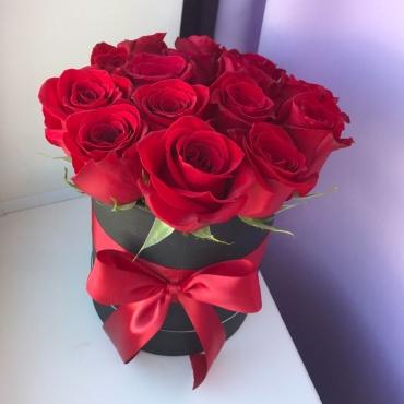 Розы в коробке Ночь Клеопатры