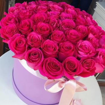 51 роза Эквадор в шляпной коробке №51