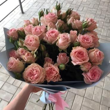 Букет из великолепных кустовых роз model №55