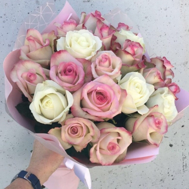 21 Роза микс в упаковке