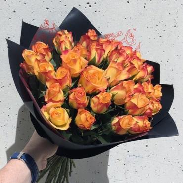 Букет из 35 кенийских роз в упаковке