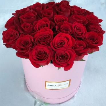 Шляпная коробка с крупными розами Эквадор