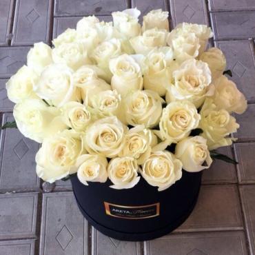 Композиция в шляпной коробке «Любимой жене»