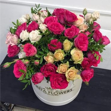 Огромная коробка роз «Брусничка»